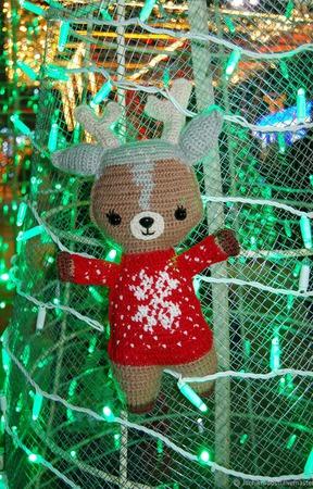 Вязаная игрушка Рождественский Олень в свитере ручной работы на заказ