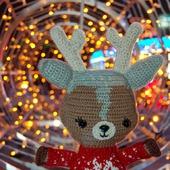 Вязаная игрушка Рождественский Олень в свитере