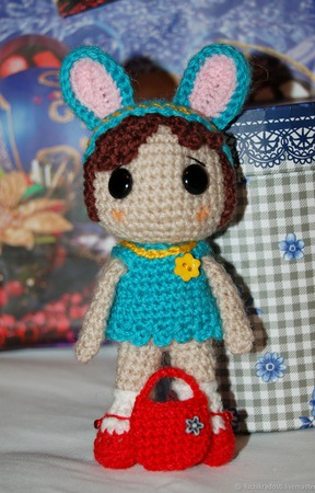 Кукла вязаная крючком Девочка в шапочке Зайчика ручной работы на заказ