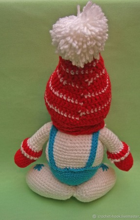 Вязаная игрушка Снеговик в красной шапочке и шарфике ручной работы на заказ
