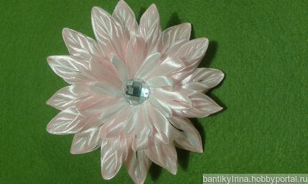 Цветок канзаши из узких лент ручной работы на заказ