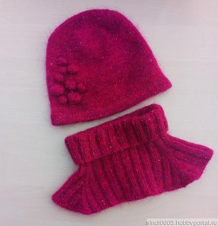 Комплект из шапки и манишки ручной работы на заказ