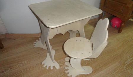 Детский стол со стульчиком ручной работы на заказ