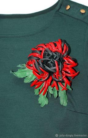 Брошь хризантема из натуральной кожи ручной работы на заказ
