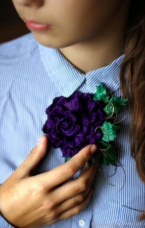 Брошь из натуральной кожи. Роза Фиолетовая магия ручной работы на заказ