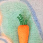 фото: брошь из фетра морковка
