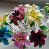 Маленькие лилии на шпильках ручной