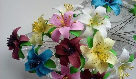 Маленькие лилии на шпильках ручной ручной работы на заказ