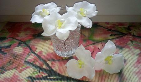 Белые орхидеи на шпильках для волос ручной работы на заказ