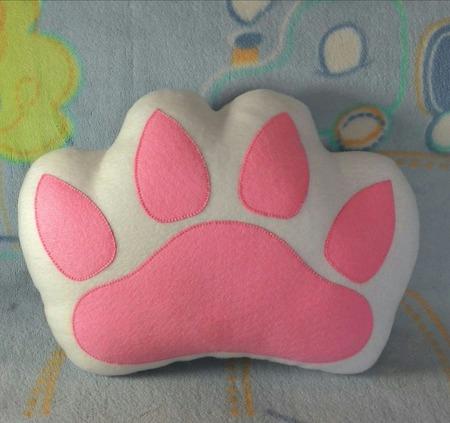 Подушка-игрушка Лапка ручной работы на заказ