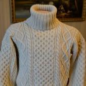 Вязаный свитер толстой вязкой