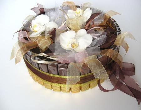 Шоколад и живые орхидеи ручной работы на заказ