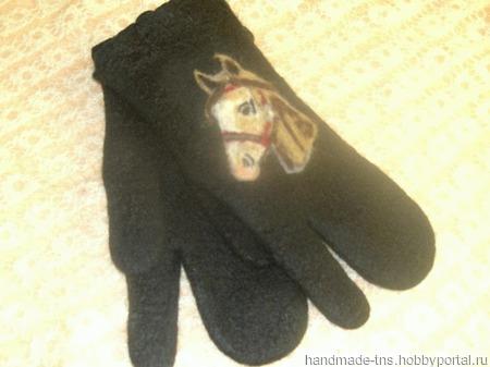 Трёхпалые рукавицы из тонкого войлока с оригинальным рисунком ручной работы на заказ