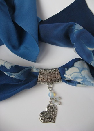 Кулон для платка Нежное сердце ручной работы на заказ