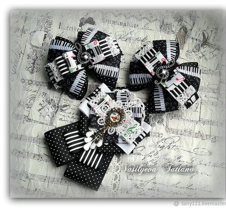 Комплект бантики и брошь Музыка ручной работы на заказ