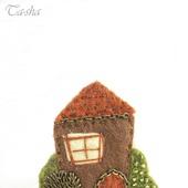 """Брошь домик """"Осень в саду"""" коричневая зеленая"""