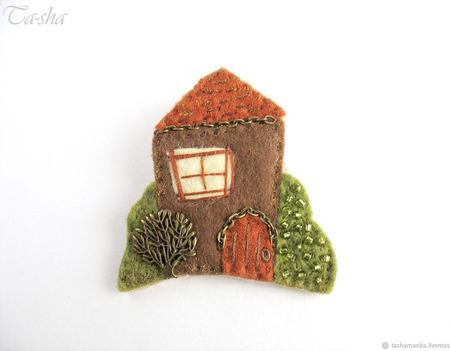 """Брошь домик """"Осень в саду"""" коричневая зеленая ручной работы на заказ"""