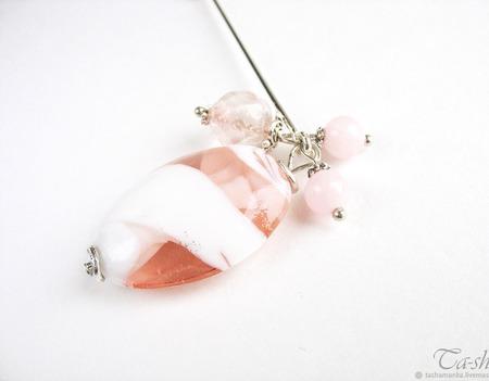 """Брошь булавка """"Клубничный шейк"""" игла муранское стекло розовая ручной работы на заказ"""