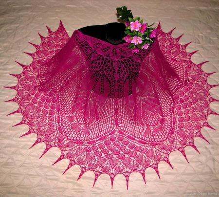 "Шаль ""Плетистая роза"" из Лимбажу ручной работы на заказ"