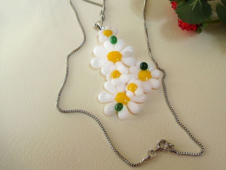 Комплект серьги кулон из декоративного стекла Ромашки. Фьюзинг ручной работы на заказ