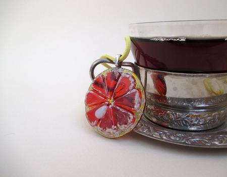 Кулон из декоративного стекла Ломтик. Фьюзинг ручной работы на заказ