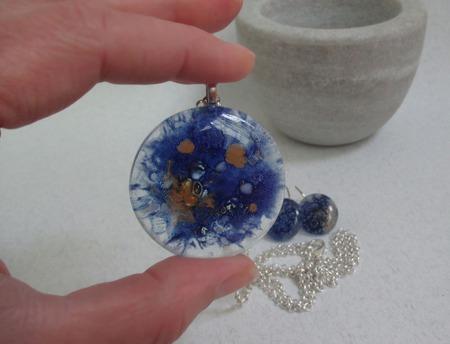 Комплект серьги кулон из декоративного стекла Космические. Фьюзинг ручной работы на заказ
