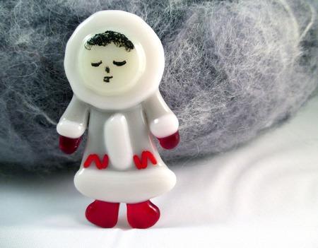 Стеклянная брошь Маленький эскимос. Декоративное стекло. Фьюзинг ручной работы на заказ