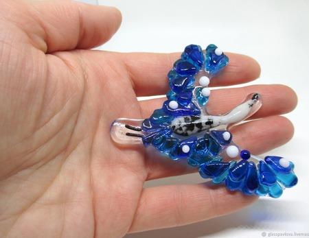 Брошь из цветного стекла Синяя птица. Фьюзинг ручной работы на заказ