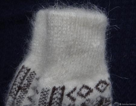 """Варежки-рукавички вязанные из шерсти с пухом """"Новогодний подарок"""" ручной работы на заказ"""