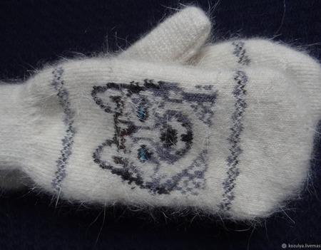 """Варежки-рукавички вязанные из шерсти с пухом """"ГОД СОБАКИ"""" ручной работы на заказ"""