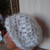Пуховая шапка ,берет - вязанная из козьего пуха.