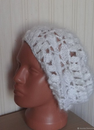 Пуховая шапка ,берет - вязанная из козьего пуха. ручной работы на заказ