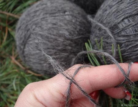 Пуховая пряжа ручного прядения -козий пух с коз придонской породы Р3. ручной работы на заказ
