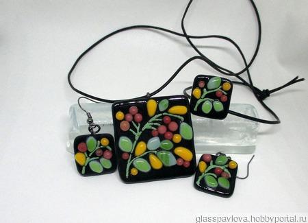 Комплект украшений из цветного стекла Ягодный. Фьюзинг ручной работы на заказ