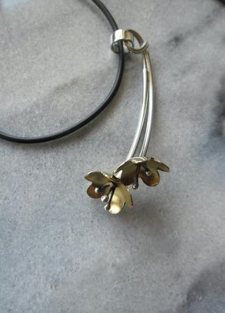 Серебряная подвеска Цветы волшебного сада ручной работы на заказ