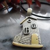 Подвеска из серебра и латуни Домик, где живет сказка