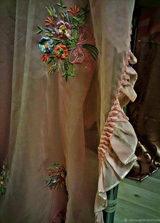 Красивый вышитый шелком  тюль винтаж. ручной работы на заказ