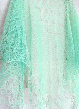 Ажурная шаль льняная летняя Мятная Прохлада, вязаная шаль, зеленый ручной работы на заказ