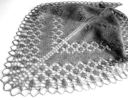 Ажурный пуховый бактус Графит (мини шаль вязаная спицами) 8 Марта ручной работы на заказ