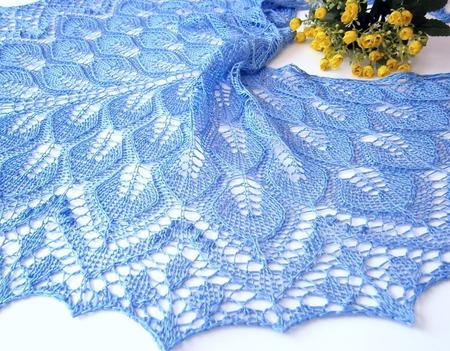 Шаль ажурная  вязаная спицами Незабудка, шелковая шаль ручной работы на заказ