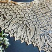 Шаль Золотые листья ажурная вязаная спицами