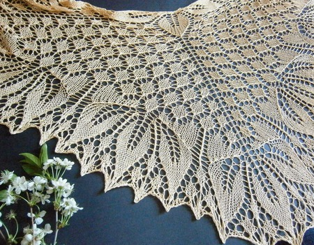 Шаль Золотые листья ажурная вязаная спицами ручной работы на заказ