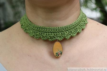 Бархотка с винтажным кулоном зеленый украшение на шею ручной работы на заказ