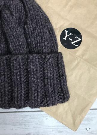 Шапка женская вязаная из шерсти альпаки  Y-Z KNITS ручной работы на заказ