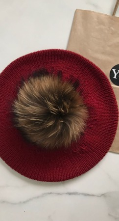 Берет вязаный с меховым помпоном из мериносовой шерсти Y-Z KNITS ручной работы на заказ