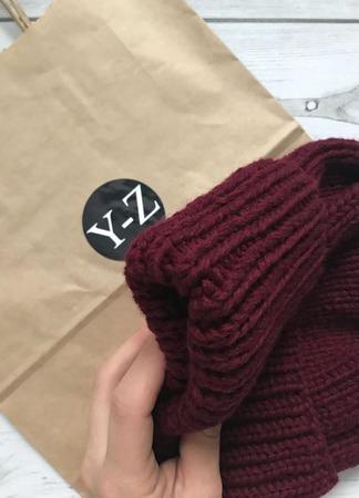 Шапка вязаная женская бургунди с подворотом Y-Z KNITS ручной работы на заказ