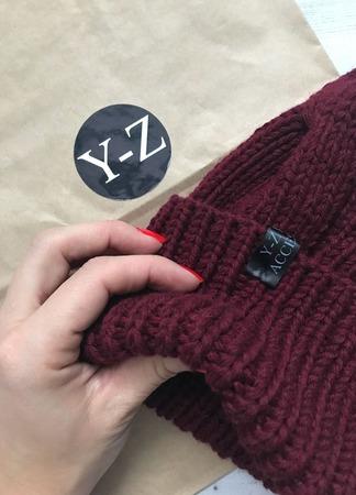 Шапка женская вязаная с меховым помпоном кашемир/норка Y-Z KNITS ручной работы на заказ