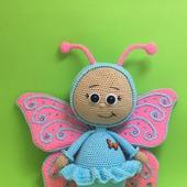 Вязаная игрушка Бонни в костюме бабочки