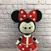 Вязаная игрушка Бонни в костюме Минни Маус