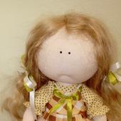 Кукла с подснежниками